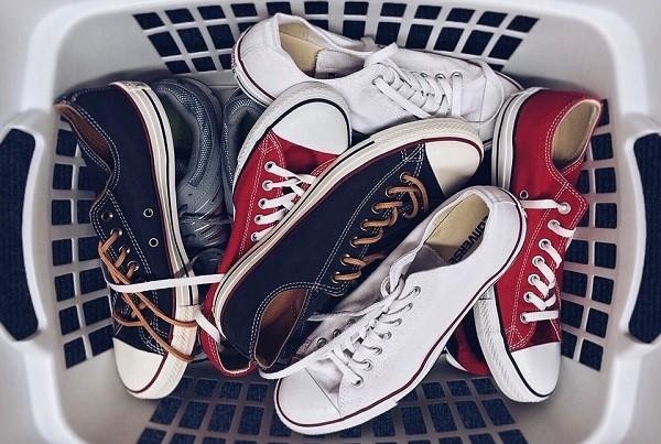 ทริคดี ๆ ในการเลือกรองเท้าผ้าใบให้โดนใจ แฟชั่นใหม่ การแต่งตัว ความงาม สไตล์การแต่งหน้า Lifestyle เทคนิคเลือกรองเท้าผ้าใบ