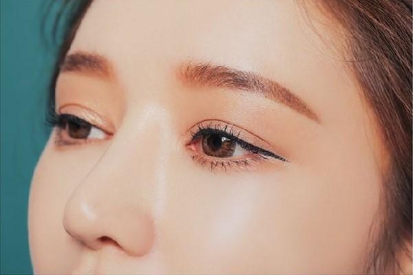 วิธีเขียนคิ้วให้เข้มสไตล์สาวเกาหลี แฟชั่นใหม่ การแต่งตัว ความงาม สไตล์การแต่งหน้า Lifestyle เทคนิคเขียนคิ้วสไตล์สาวเกาหลี