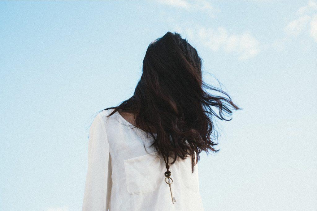 แฟชั่นเสื้อที่เหมาะกับกระโปรงจีบ แฟชั่นใหม่ การแต่งตัว ความงาม สไตล์การแต่งหน้า Lifestyle แฟชั่นกระโปรงจีบ