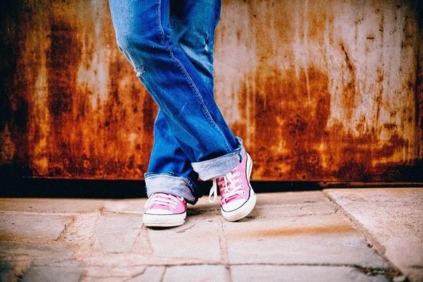 เลือกสวมรองเท้าผ้าใบให้สวยอย่างมีสไตล์ แฟชั่นใหม่ การแต่งตัว ความงาม สไตล์การแต่งหน้า Lifestyle เคล็ดลับเลือกรองเท้าผ้าใบ